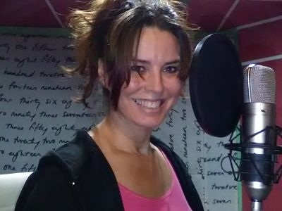 locutora online en español castellano con home estudio-voice over-female voice over